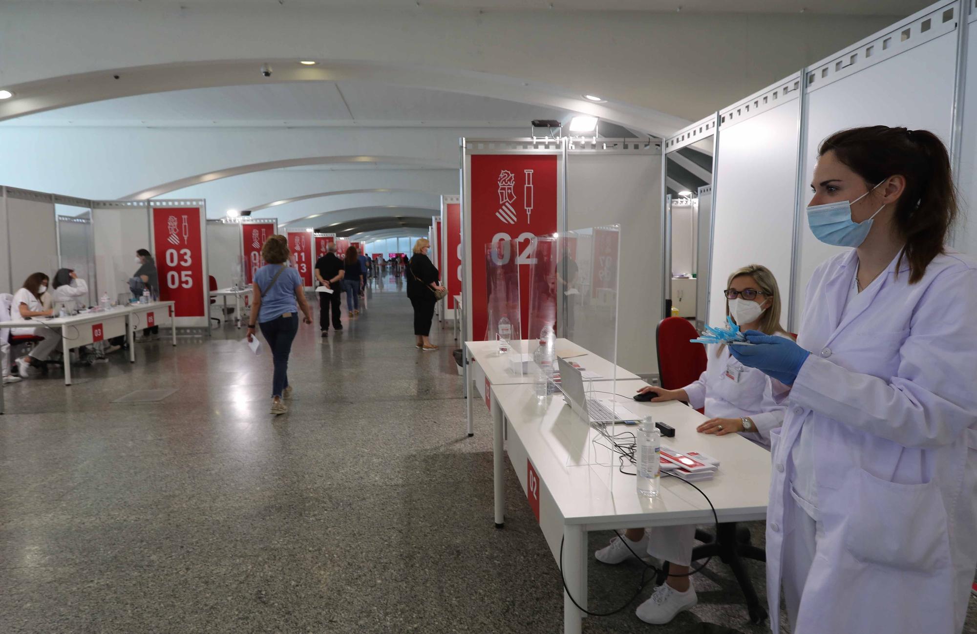 La vacunación en la Ciutat de les Arts para mayores de 50 años