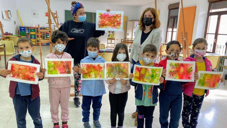 La Escuela Municipal de Pintura organiza un taller de pintura con pigmentos para los más pequeños