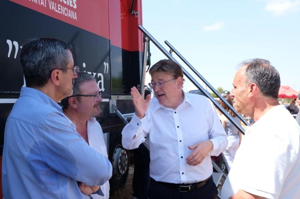 Visita de Ximo Puig a la zona del incendio de Beneixama