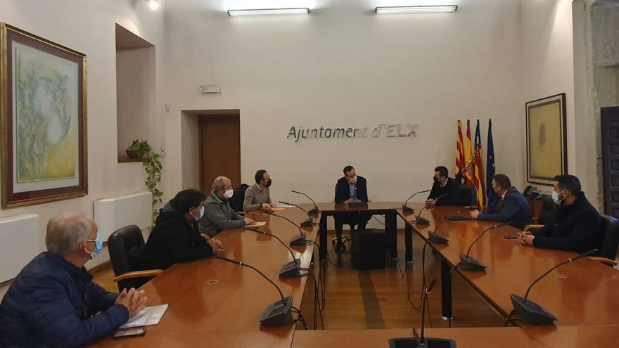 El Ayuntamiento escucha las quejas del polígono de Carrús y plantea crear una gran área de servicios