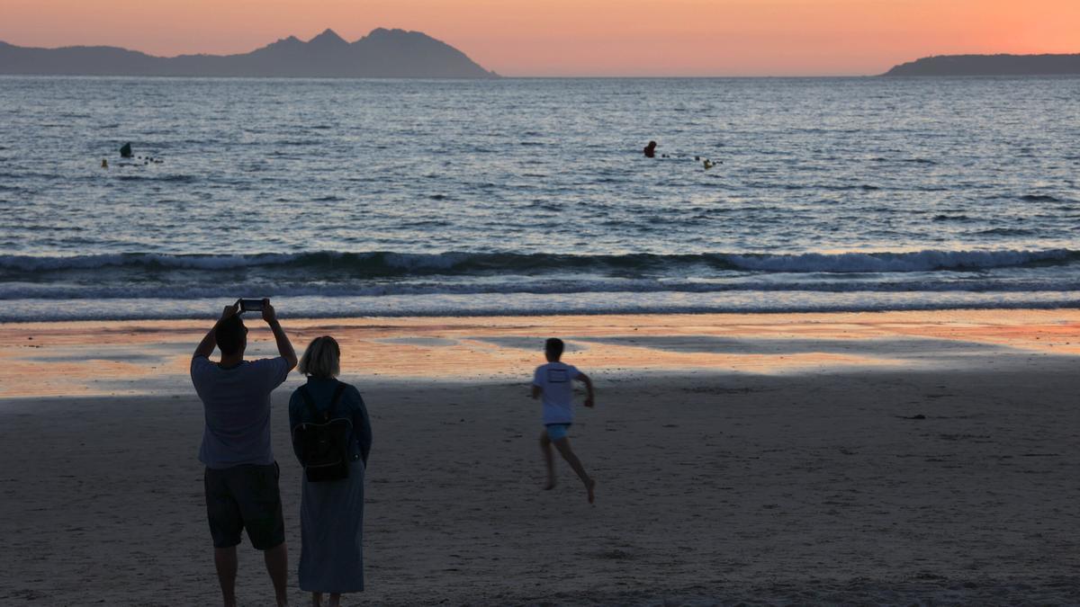 Puesta de sol desde la playa de Samil.