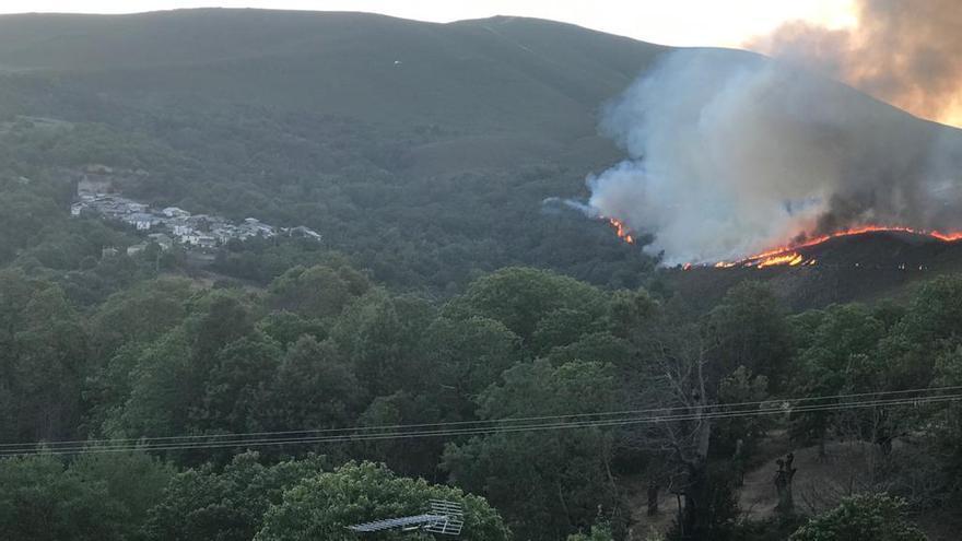 Declarado un incendio en Castromil de Hermisende