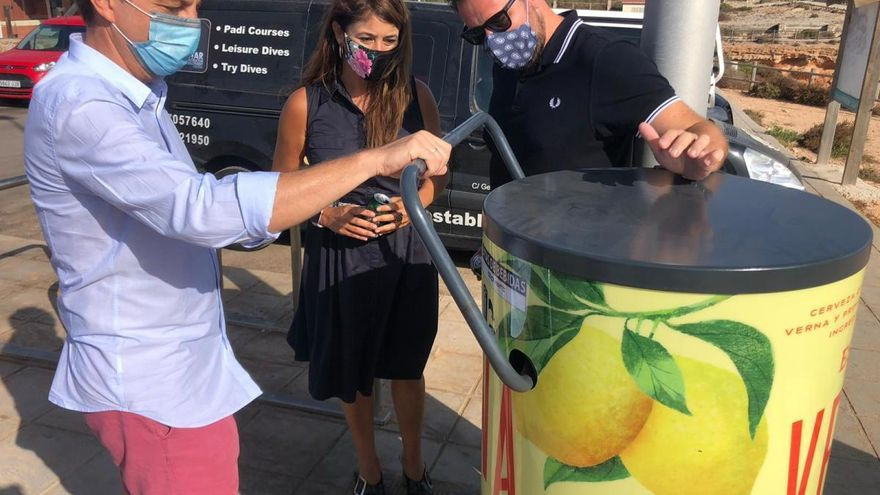 Estrella de Levante instala 60 compactadoras de latas en playas de la Región