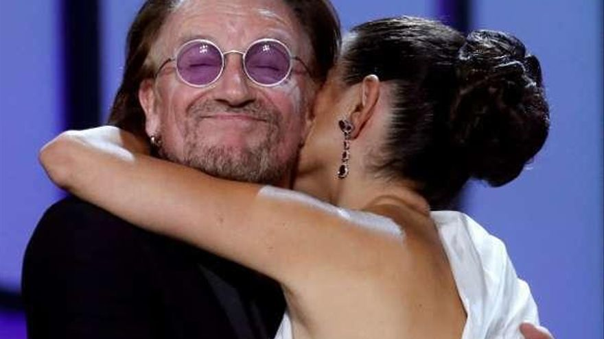 Bono sorprende a Penélope Cruz en Donosti