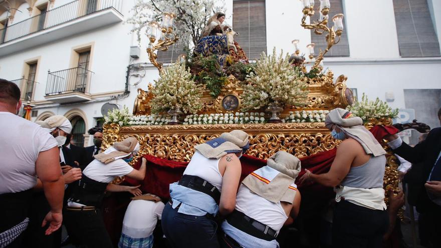 La Divina Pastora, primera procesión con banda y costaleros de la pandemia, ya está en la calle