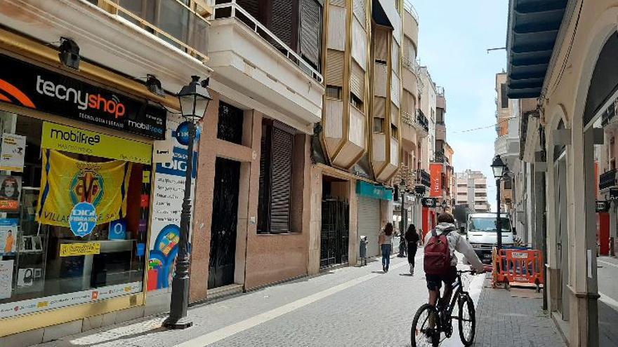 Jóvenes de Barcelona okupan una casa de la calle Major de Vila-real