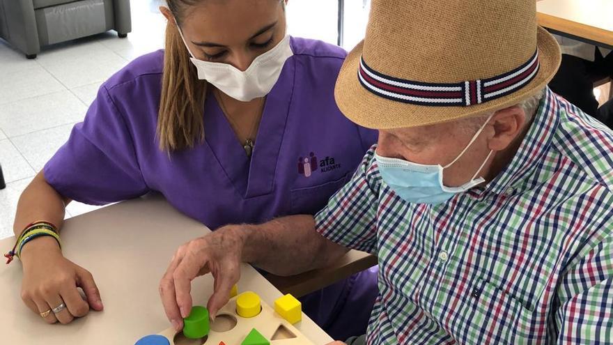 """""""El Alzheimer no tiene cura, solo terapias que les ayuden a vivir mejor y ser más felices"""""""