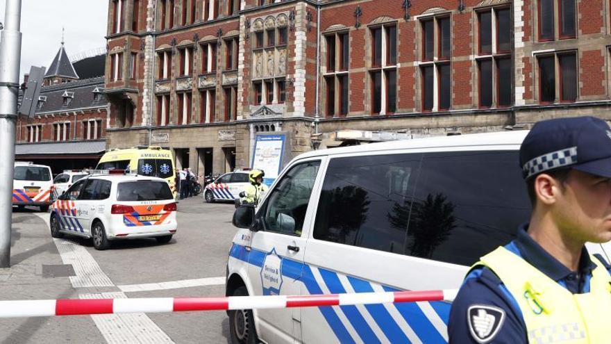 Dos heridos en un ataque con cuchillo en la estación de Ámsterdam