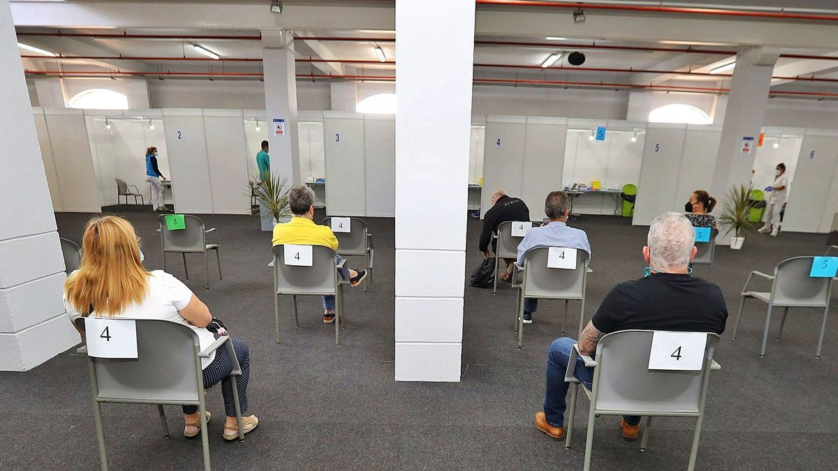 Campaña de vacunación contra la Covid-19 en el Recinto Ferial, Santa Cruz de Tenerife.