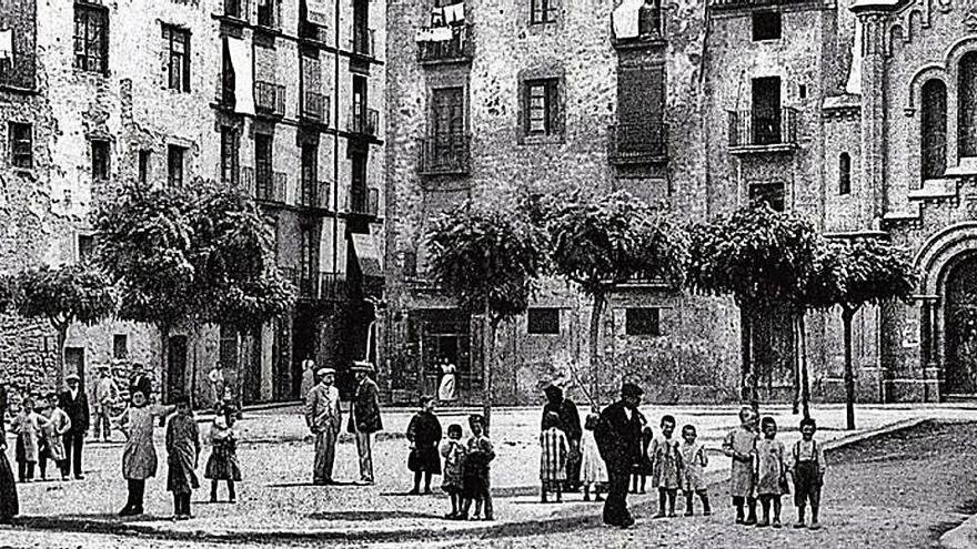 La plaça de Valldaura deu el seu nom a unes monges cistercenques establertes a Olvan