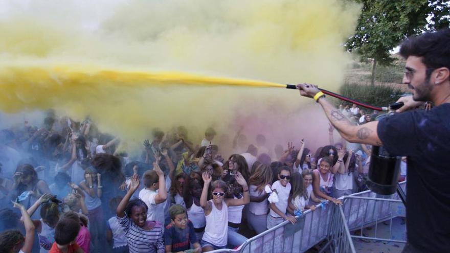 Festa «holi» a les festes d'agost de Banyoles