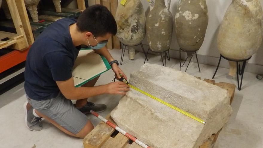 Las obras en un edificio del casco antiguo de La Vila sacan a la luz una moldura romana