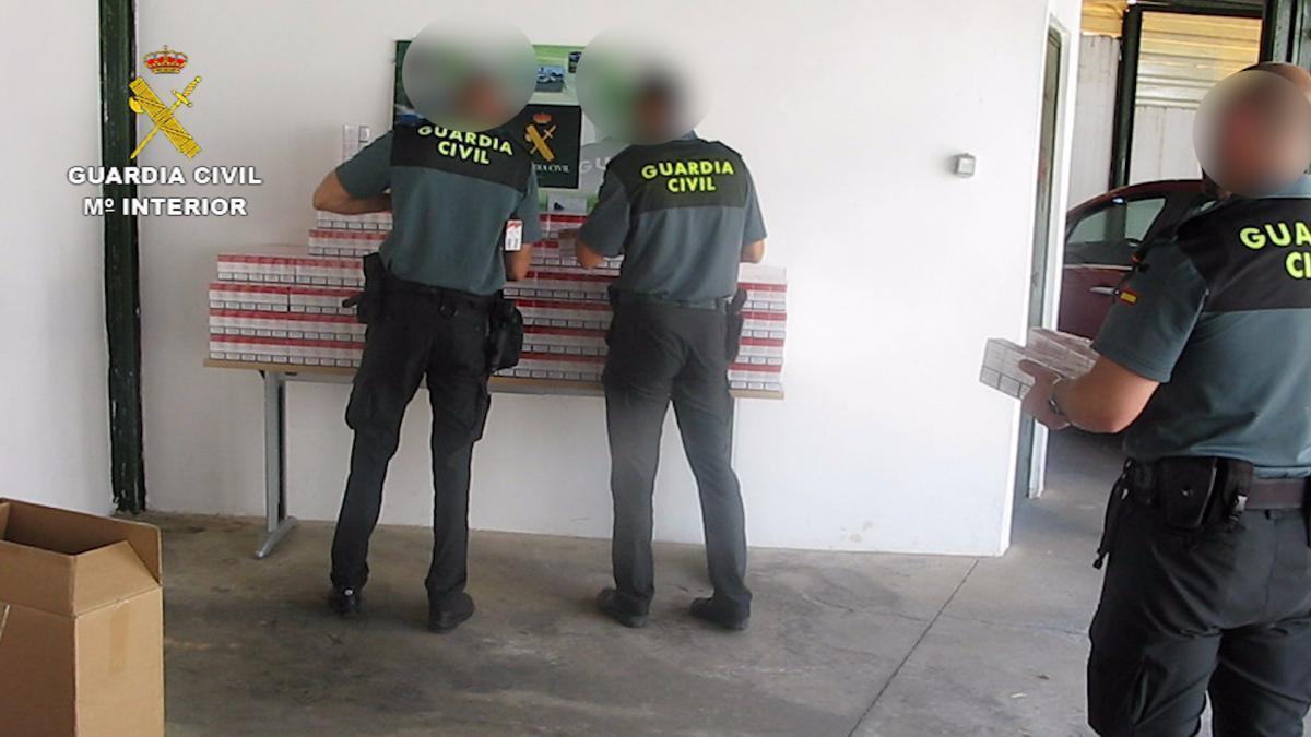 La Guardia Civil intercepta un vehículo en la A-4 con 4.000 cajetillas de tabaco de contrabando
