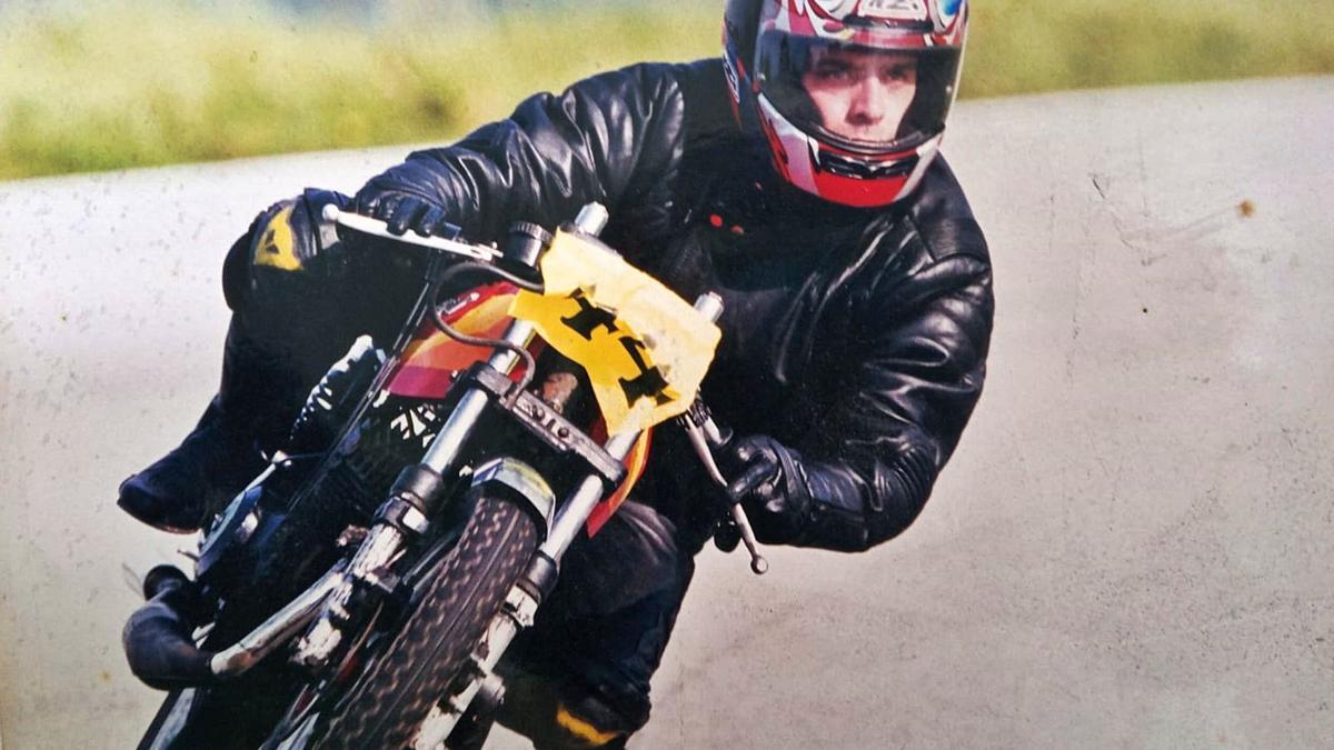 Santiago, en una prueba de motociclismo en el circuito de Estoril en la que quedó en segunda posición.     // L. O.