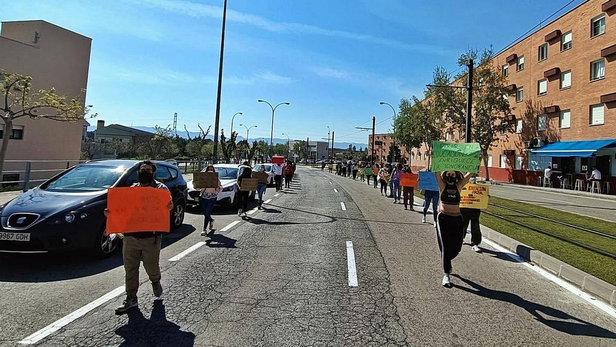 Alumnos de la Facultad de Educación durante una protesta en el campus de Espinardo.   L.O.