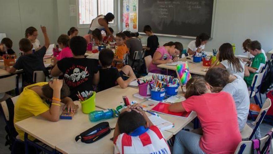 Un instituto de Alicante expulsará 30 días a sus alumnos si estornudan en la cara del profesor