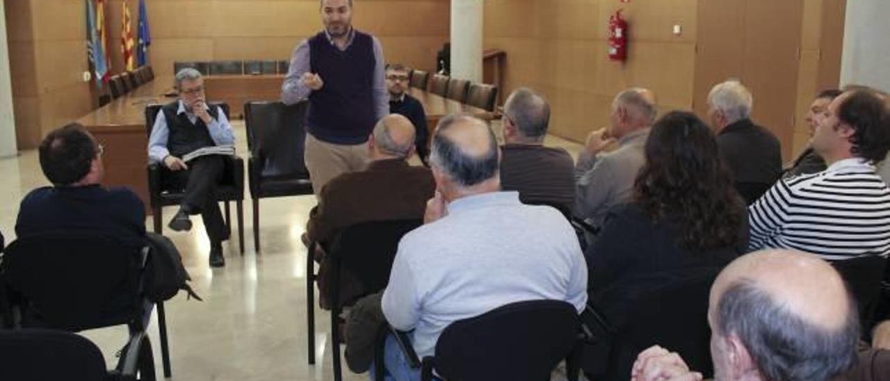 El alcalde de Tavernes reconoce que será «difícil» rechazar la gasolinera