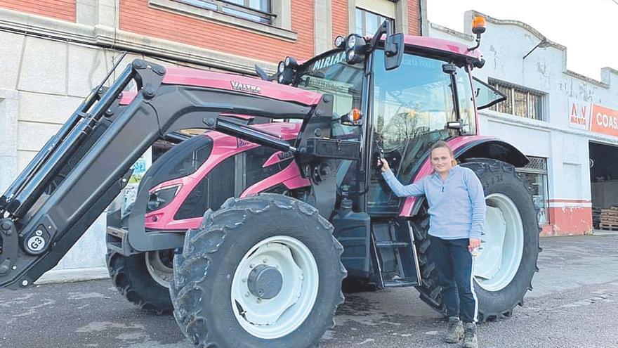 El único tractor rosa está en Siero y tiene una buena causa