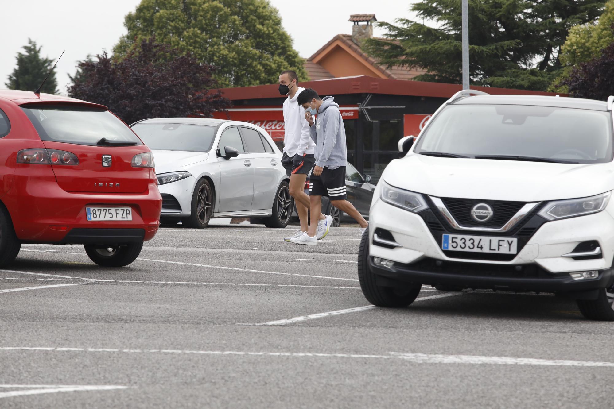 Llegada de los jugadores del Sporting a Mareo para hacerse pruebas PCR