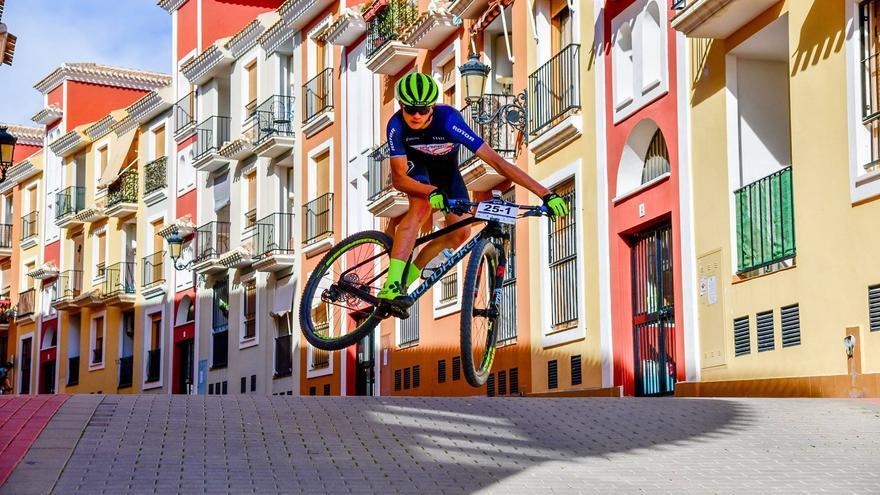 La VIII Costa Blanca Bike Race se disputa en enero y potencia la categoría individual