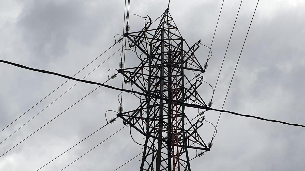 Una torre de alta tensión