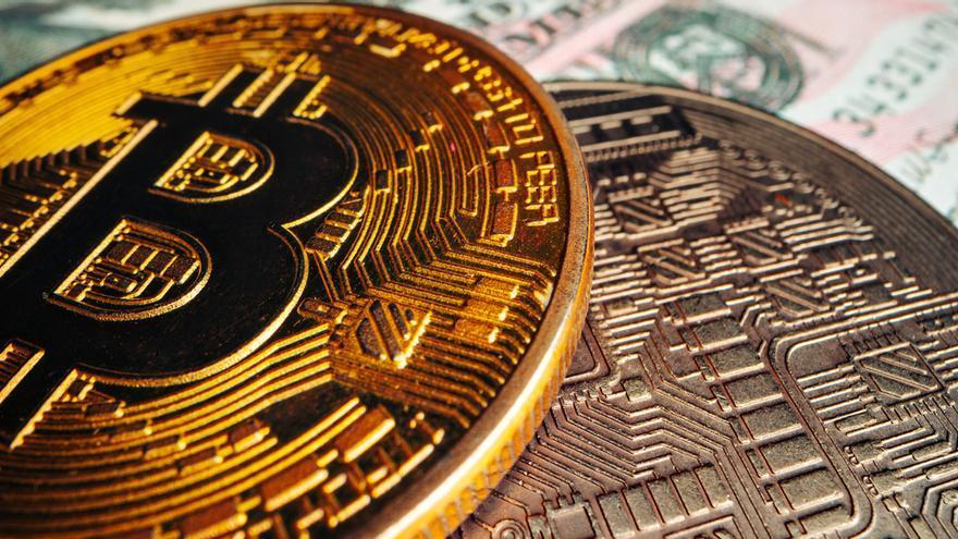 El Salvador, primer país en dar curso legal al bitcoin como medio de pago