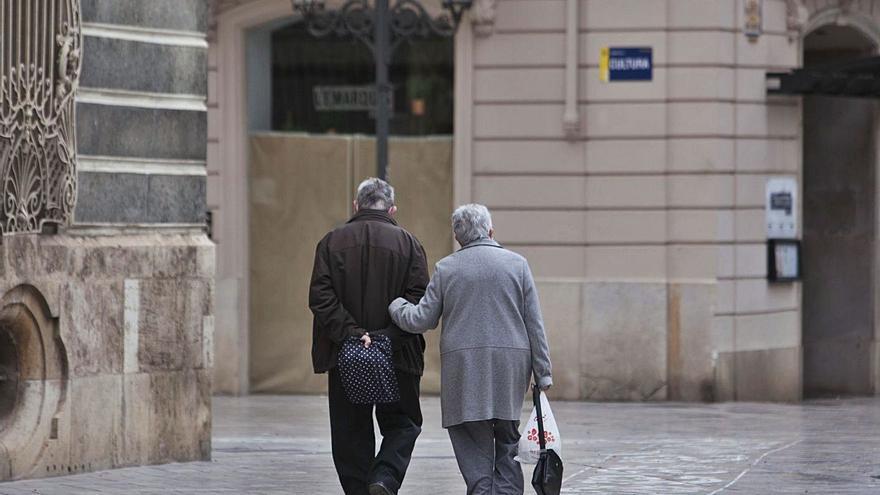 El maltrato invisible que golpea a los mayores