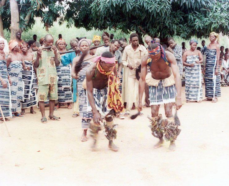 Costa de Marfil - El gbofe de Afounkaha, la música de las trompas traveseras de la comunidad Tagbana.