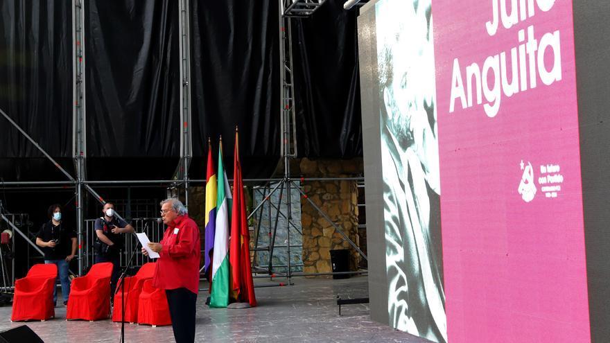 El cantaor Manuel Gerena homenajea a Julio Anguita