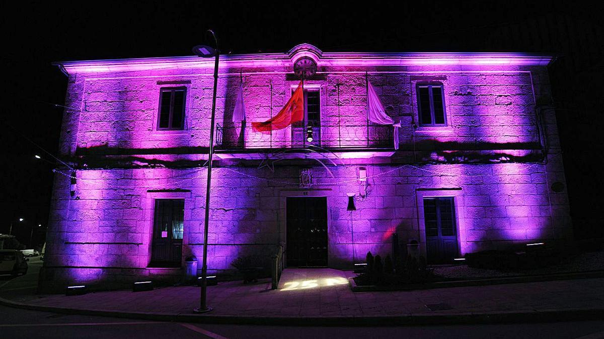 Silleda ilumina varios lugares del municipio de violeta contra la violencia de género.   | // BERNABÉ/JAVIER LALÍN