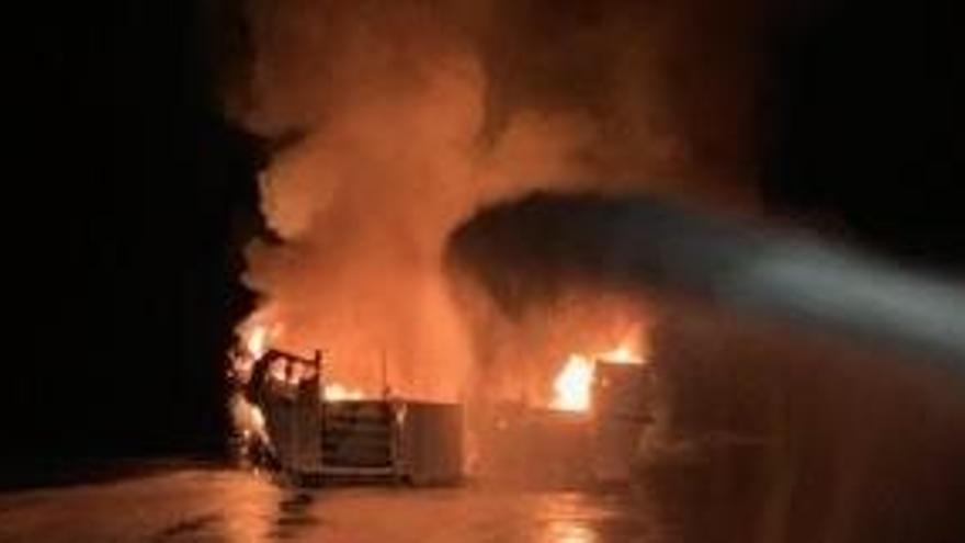 Almenys 25 morts i 9 desapareguts en l'incendi d'un vaixell a Califòrnia