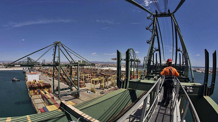 Competencia veta el pacto de los estibadores que afecta a 1.500 empleados de Valenciaport