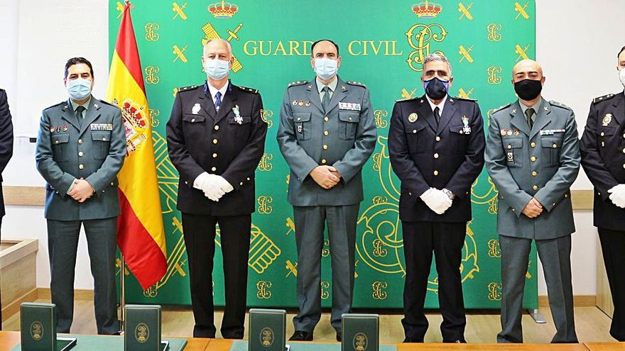 Cruz del Mérito de la Guardia Civil para policías