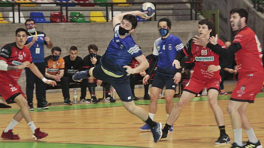 El Bueu Atlético gana al Cañiza y mira hacia arriba