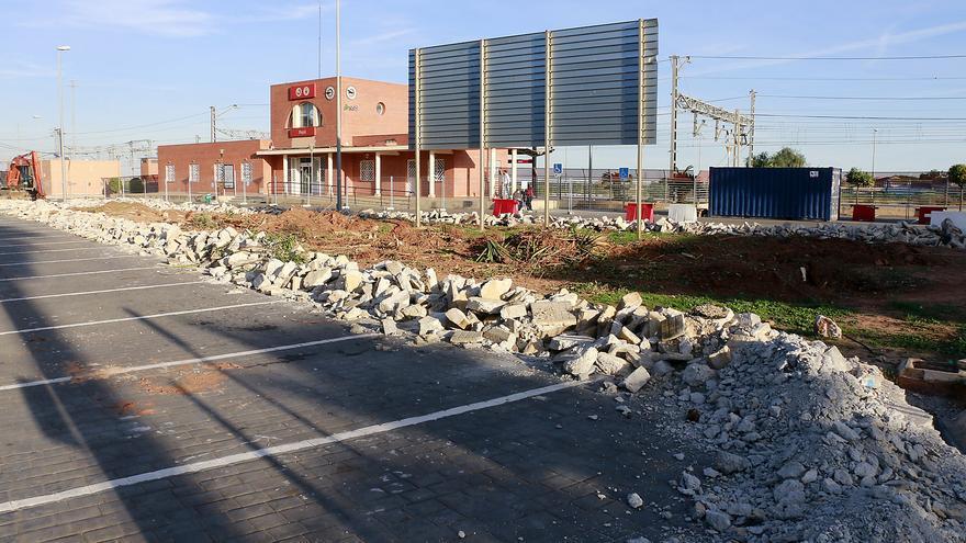Renfe aumenta las plazas del aparcamiento de Puçol