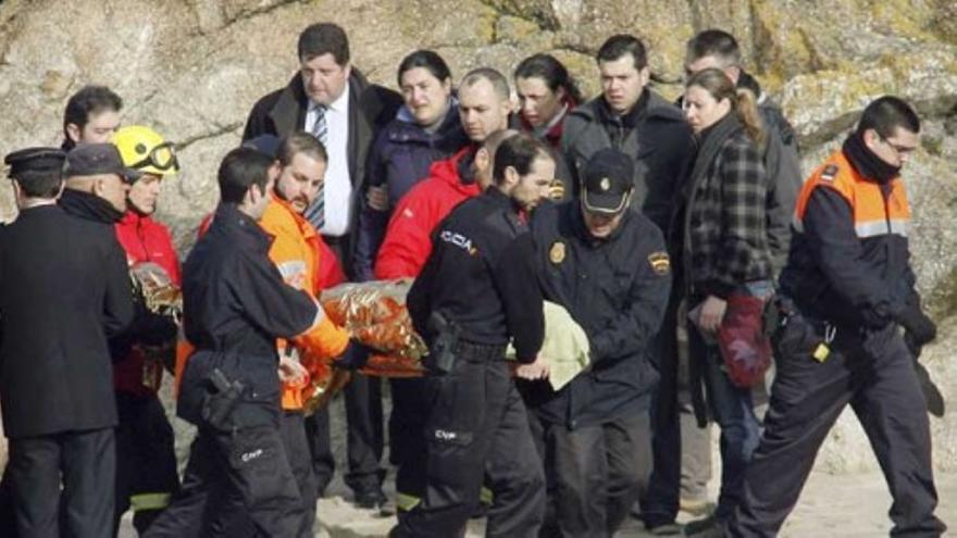 El mar devuelve el cuerpo de uno de los policías del Orzán