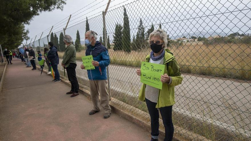 Así fue la cadena humana contra el parque fotovoltaico de Son Bonet