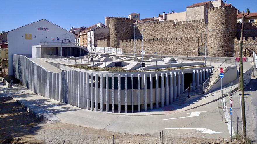 El parking del puente Trujillo, recepcionado y listo para su apertura