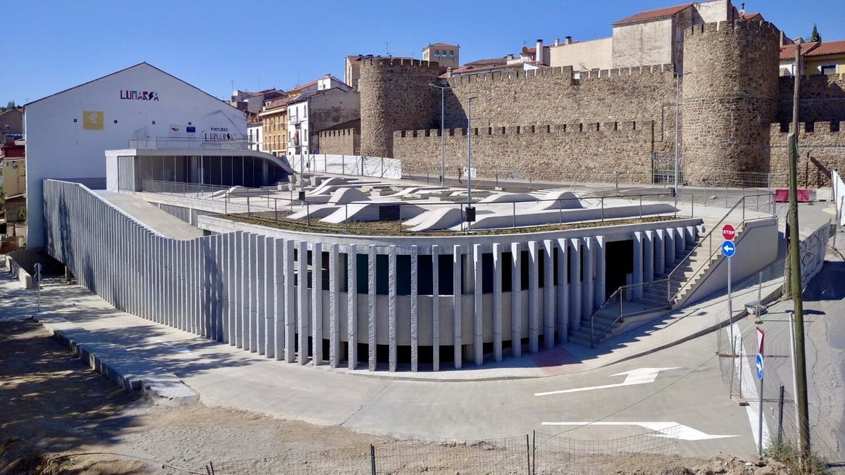 Vista general del parking en la zona del puente Trujillo.