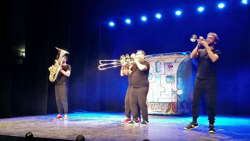 """""""Tuba & Bones"""" encandila al público en Toro con un viaje por la música"""