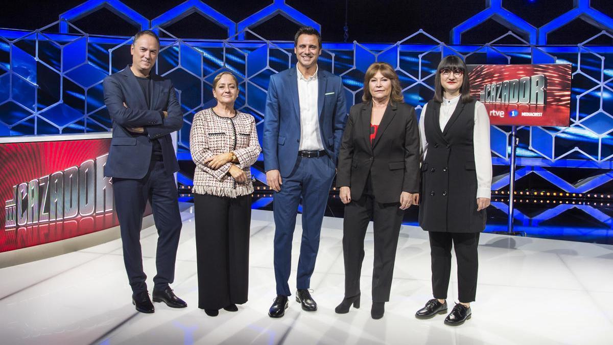 Ion Aramendi junto a los concursantes especialistas.