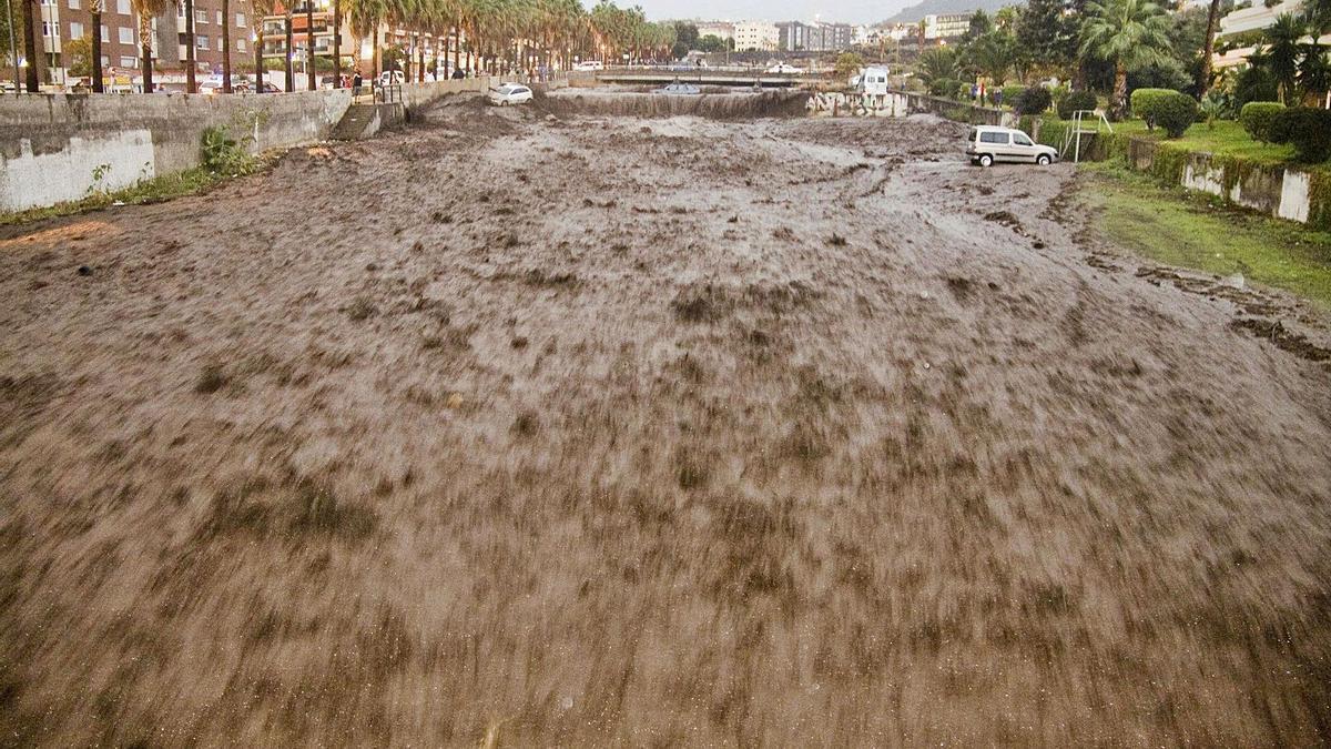Inundaciones por lluvias torrenciales en Puerto de la Cruz en el año 2009. | | E.D.
