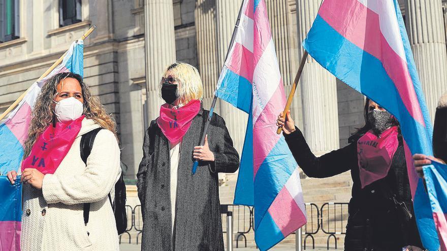 Las mujeres trans se quedan sin hormonas