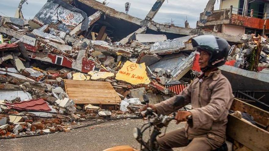 Al menos 56 muertos por un terremoto en Indonesia
