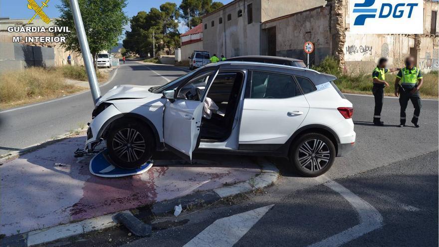 Imputado un conductor ebrio, drogado y sin carné en Elda tras tener un accidente al huir de la Guardia Civil