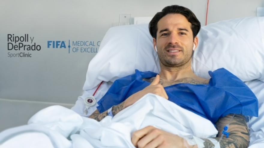 Los doctores Ripoll y De Prado intervienen con éxito a los futbolistas Ríos Reina y a Maxi Villa en QuirónSalud Murcia