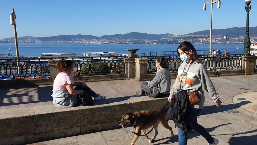 A la playa en pleno otoño: Vigo apura un noviembre primaveral