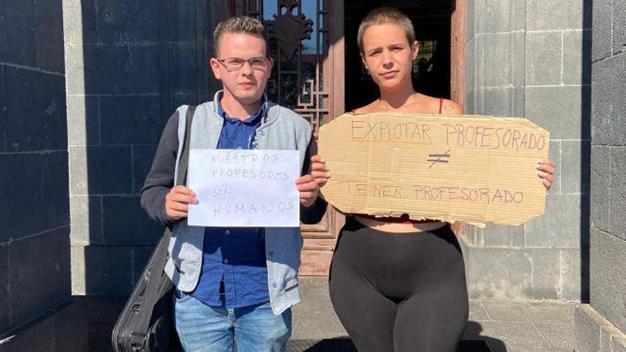 Alumnos de Pedagogía de la  ULL protestan por la falta de profesores