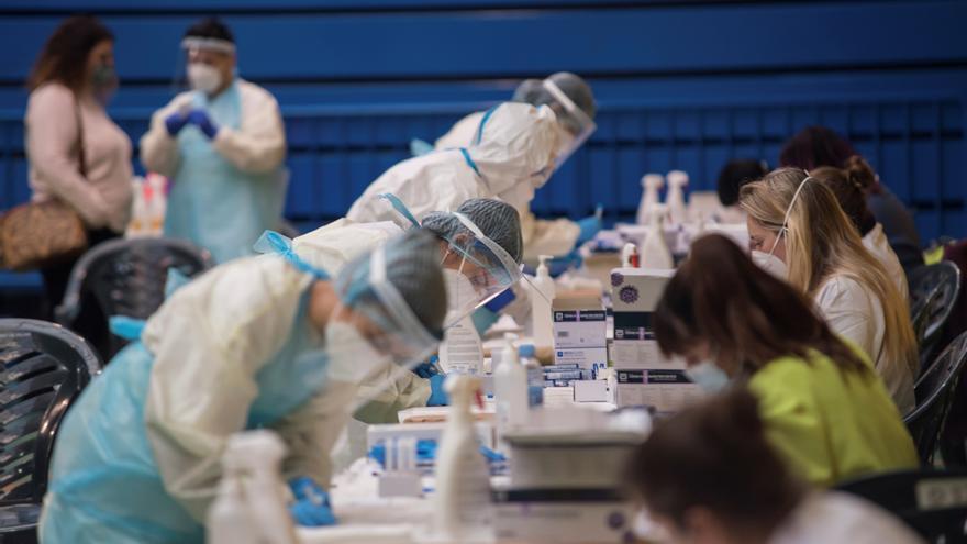 Baleares registra 715 casos más y alcanza los 300 hospitalizados por covid