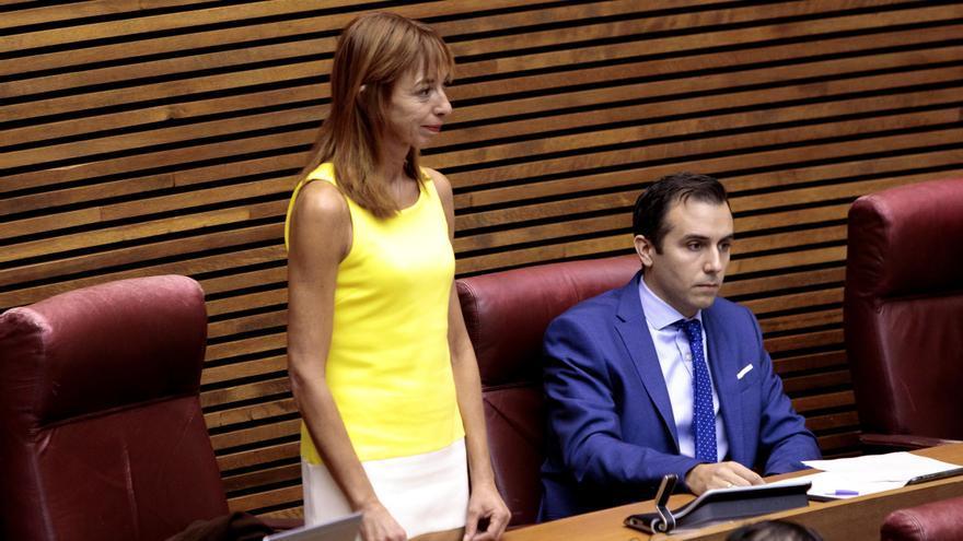Vox se rompe en las Cortes Valencianas con su primera diputada tránsfuga